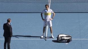 El ruso Daniil Medvedev durante una entrevista tras ganar al serbio Filip Krajinovic en el torneo Abierto de Australia, el 13 de febrero de 2021 en Melbourne