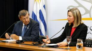Federica Mogherini, alta representante de la Unión Europea para Asuntos Exteriores y Política de Seguridad y el ministro de Relaciones Exteriores de Uruguay, Rodolfo Nin Novoa.