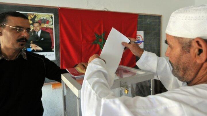 مغربي يدلي بصوته في الرباط الجمعة 4 أيلول/سبتمبر 2015