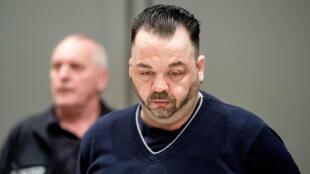 Niels Högel, acusado de asesinar a decenas de pacientes en las clínicas de Delmenhorst y Oldenburg, asiste a su juicio en Oldenburg, Alemania, el 6 de junio de 2019.