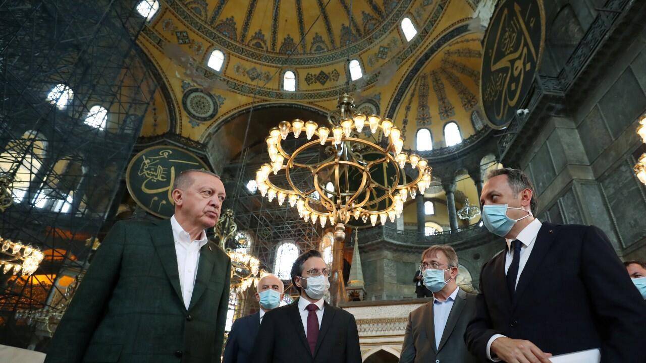 El presidente de Turquía, Recep Tayyip Erdogan, visita la histórica Santa Sofía, por primera vez desde que ordenó convertirla en Mezquita. En Estambul, Turquía, el 19 de julio de 2020.