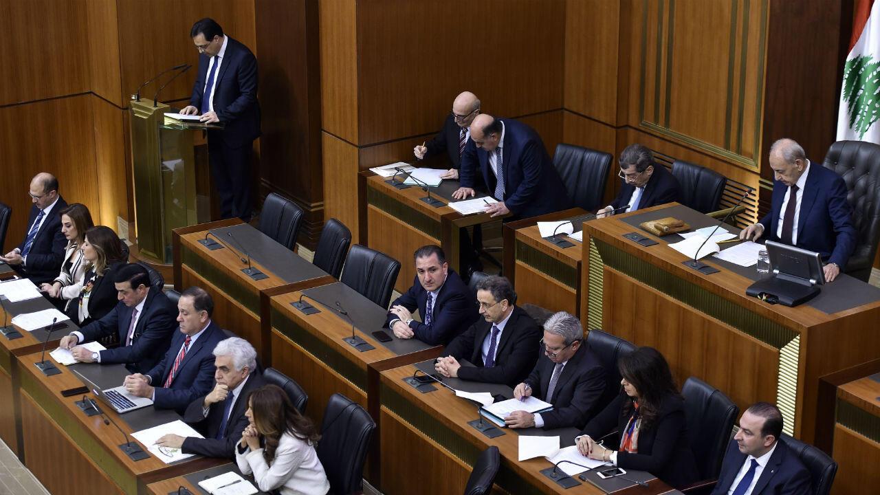 El primer ministro libanés, Hassan Diab, se dirige al Parlamento el 11 de febrero de 2020.