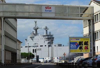 """Le Mistral """"Vladivostok"""" à quai dans les chantiers navals STX à Saint-Nazaire"""