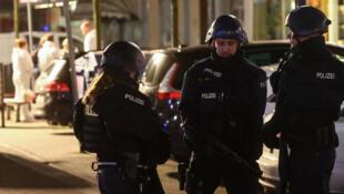 عناصر من الشرطة الألمانية في منطقة الهجومين