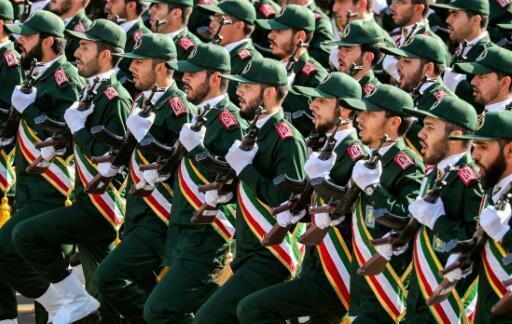 صورة من الأرشيف التقطت بتاريخ 22 أيلول/سبتمبر 2018 تظهر عناصر من الحرس الثوري الإيراني خلال عرض عسكري في طهران