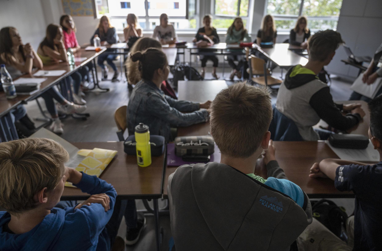 Una clase con alumnos en la escuela  Christophorus en Rostock, en el norte de Alemania, el 3 de agosto de 2020.