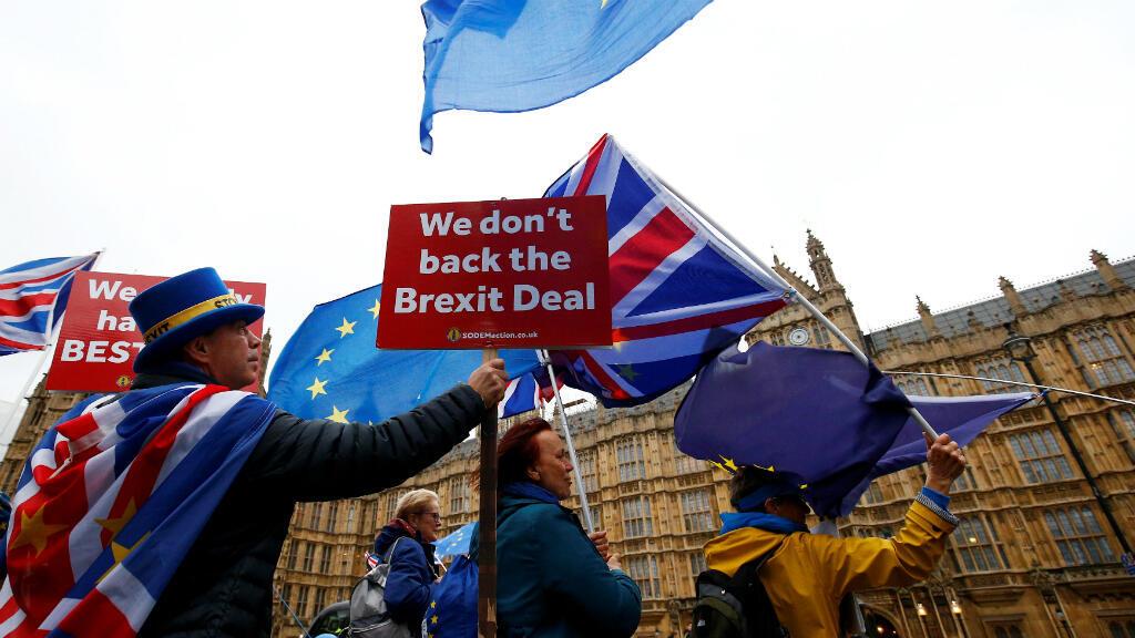 Manifestantes protestan contra el Brexit fuera de las Casas del Parlamento en Londres, Reino Unido, el 28 de noviembre de 2018. El próximo 29 de marzo es la fecha que se fijo para que Reino Unido abandone la Unión Europea.