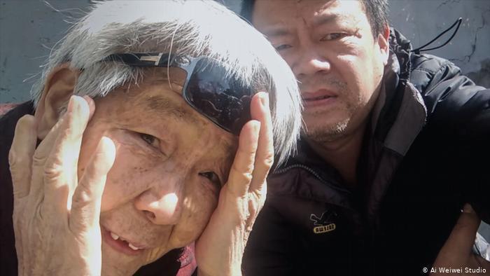 L'artiste Li Wen et sa mère, pendant le confinement de la ville de Wuhan, en Chine.