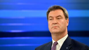 El primer ministro del estado bávaro y el principal candidato de la Unión Social Cristiana CSU, Markus Soeder, participa en una entrevista en un estudio de televisión después de las elecciones estatales de Baviera en Munich, Alemania, el 14 de octubre de 2018.
