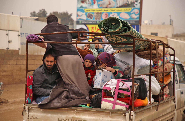 Syrians flee Idlib