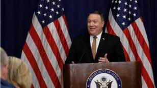 El Secretario de Estado de los EE. UU., Mike Pompeo, durante una conferencia de prensa luego de una reunión con el dirigente norcoreano Kim Yong Chol  en Nueva York, Estados Unidos, el 31 de mayo de 2018.