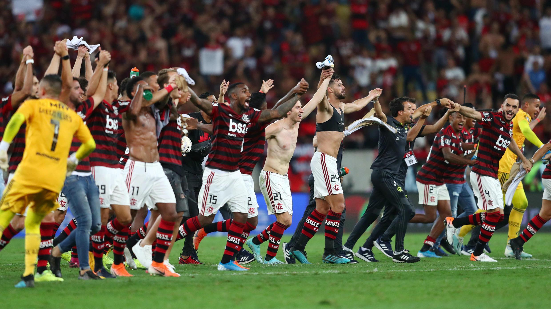 Los jugadores de Flamengo celebran la obtención del pase a la final de la Copa Libertadores en el estadio Maracaná de Río de Janeiro, Brasil, el 23 de octubre de 2019.