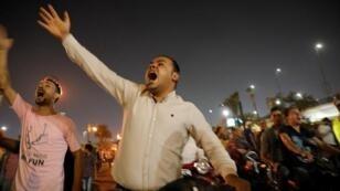 مجموعات صغيرة من المحتجين تصدح بشعارات مناهضة للحكومة وسط القاهرة - 20 سبتمبر/أيلول 2019.