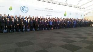 صورة تجمع زعماء الدول الذين حضروا افتتاح قمة المناخ 2015