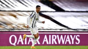 نجم يوفنتوس البرتغالي كريستيانو رونالدو محتفلا بعد تسجيله هدفا في مرمى روما في الدوري الايطالي لكرة القدم. 27 ايلول/سبتمبر 2020