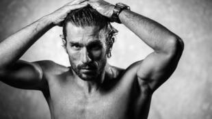 Le plongeur français Guillaume Néry lors d'une séance photo en studio à Paris le 10 janvier 2019 à Paris