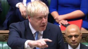 Captura de video que muestra al nuevo primer ministro británico, Boris Johnson, haciendo una declaración en la Cámara de los Comunes en Londres, el 25 de julio de 2019.