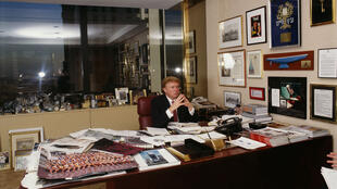 """""""Voyons voir... Quelle boulette vais-je bien pouvoir sortir encore, aujourd'hui ?"""" – Trump, déjà en 1999."""