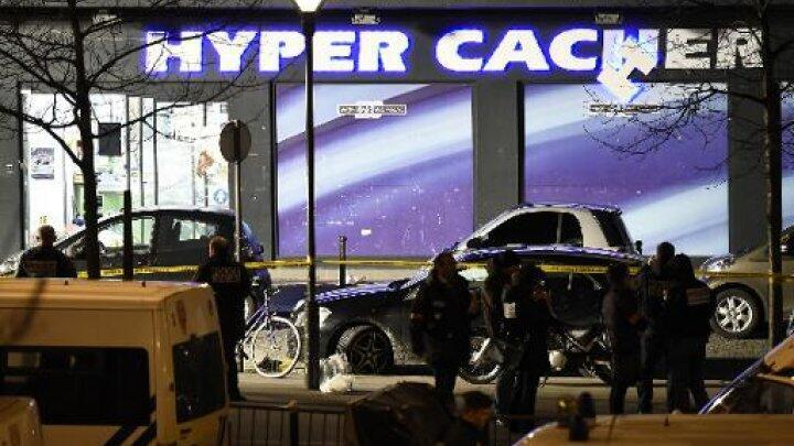 Police outside the Hyper Cacher supermarket in eastern Paris on January 9, 2015.