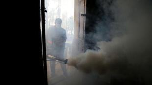 Fumigación para evitar la proliferación del mosquito responsable de la transmisión del dengue en San Lorenzo, Paraguay. 12 de febrero de 2019.