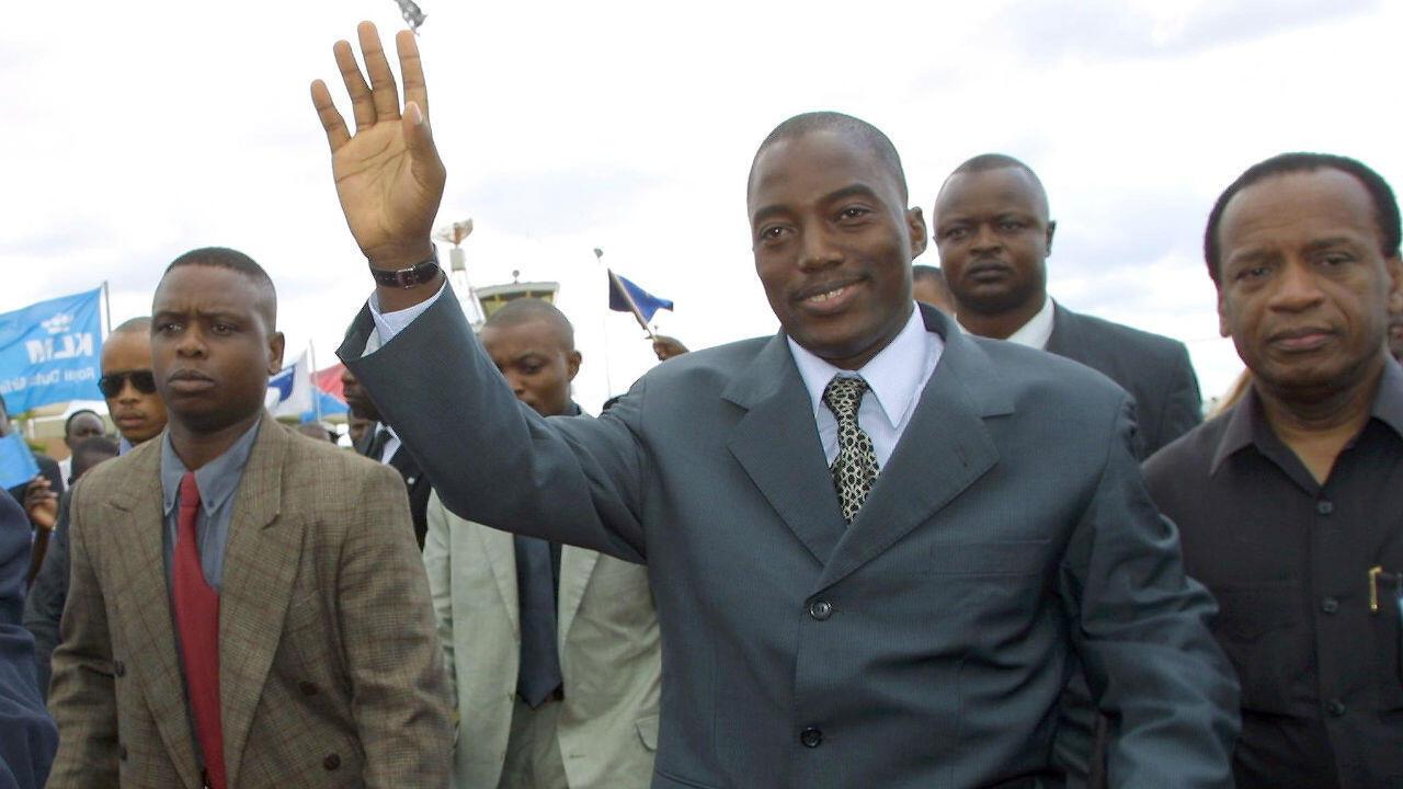 Le président de la République démocratique du Congo,  Joseph Kabila (30 ans), quelques jours après son arrivée au pouvoir, participe aux négociations de paix au Burundi en Tanzanie, le 26 février 2001.
