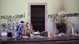 Dans une rue de LaPaz, en Bolivie, au lendemain de la démission d'Evo Morales, le 11novembre2019.