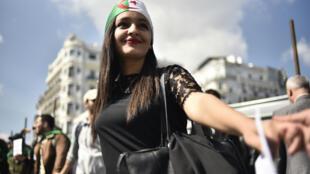 Comme chaque mardi depuis le début de la contestation, les étudiants manifestent contre le gouvernement. À Alger, le 2 avril 2019.
