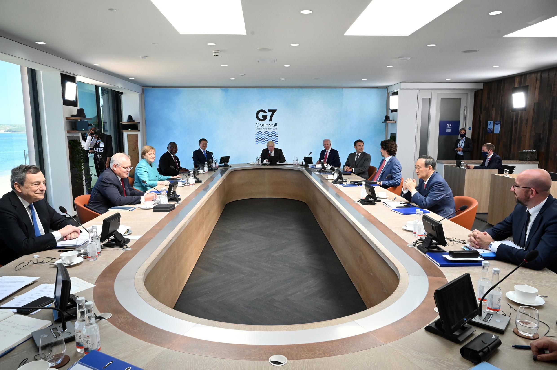 Les dirigeants du G7 réunis autour du Premier ministre britannique Boris Johnson à Carbis Bay le 12 juin 2021