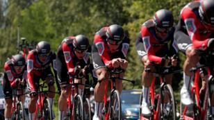 El equipo estadounidense BMC se impuso en la prueba contrarreloj de la tercera etapa del Tour de Francia y Greg Van Avermaet se vistió con el maillot amarillo.