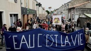 Manifestation contre des projets de retenues d'eau dans les Deux-Sèvres, le 11 octobre 2020 à Epannes