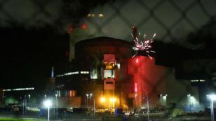 Une image impressionnante du feu d'artifice tiré depuis la centrale nucléaire de Cattenom, en Moselle, le 12 octobre 2017.
