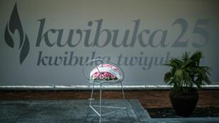 Des fleurs déposées au Mémorial du génocide à Kigali.