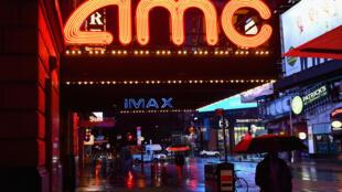Un multiplex AMC fermé dans le quartier de Times Square, à New York, en octobre 2020
