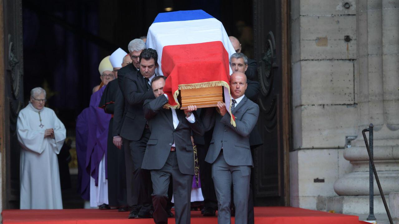 Le cercueil de l'ancien président Jacques Chirac quitte l'église Saint-Sulpice, lundi 30 septembre 2019.