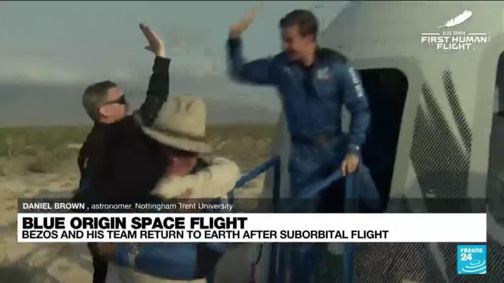 2021-07-20 16:01 Blue Origin capsule carrying Jeff Bezos touches down
