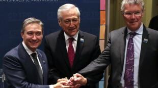 Francois-Phillippe Champagne, ministro de Comercio de Canadá, Heraldo Muñoz, ministro chileno de Relaciones Exteriores y David Parker, ministro de Comercio de Nueva Zelanda.