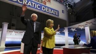 Bernie Sanders et Hillary Clinton lors d'un débat télévisé, le 11 février 2016.