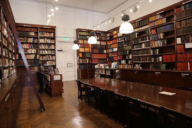 مكتبة المعهد العلمي الفرنسي للآثار الشرقية بالقاهرة