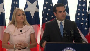 Archivo: La secretaria de Justicia de Puerto Rico, Wanda Vázquez, y el dimitido gobernador Ricardo Rosselló durante una conferencia de prensa.