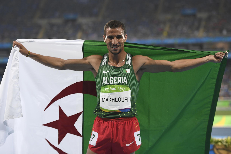 العداء الجزائري توفيق مخلوفي يفوز بالميدالية البرونزية في الألعاب الأولمبية بالبرازيل في 2016.