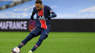 La star brésilienne du PSG Neymar contre Marseille en Ligue 1 au Stade Vélodrome le 7 février 2021 à Marseille