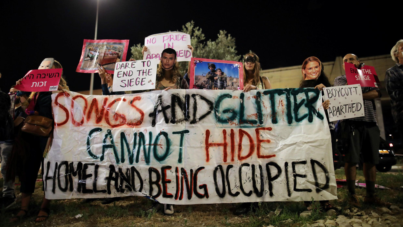 Los partidarios del movimiento BDS protestan fuera del lugar donde se realizó la final del concurso de canciones de Eurovisión 2019 en Tel Aviv, Israel, el 18 de mayo de 2019.