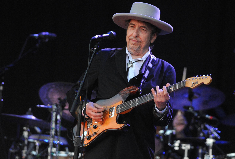 """Bob Dylan, ici lors d'un concert en France en juillet 2012, a sorti son premier album original depuis huit ans, """"Rough and Rowdy Ways"""", vendredi 19 juin 2020."""