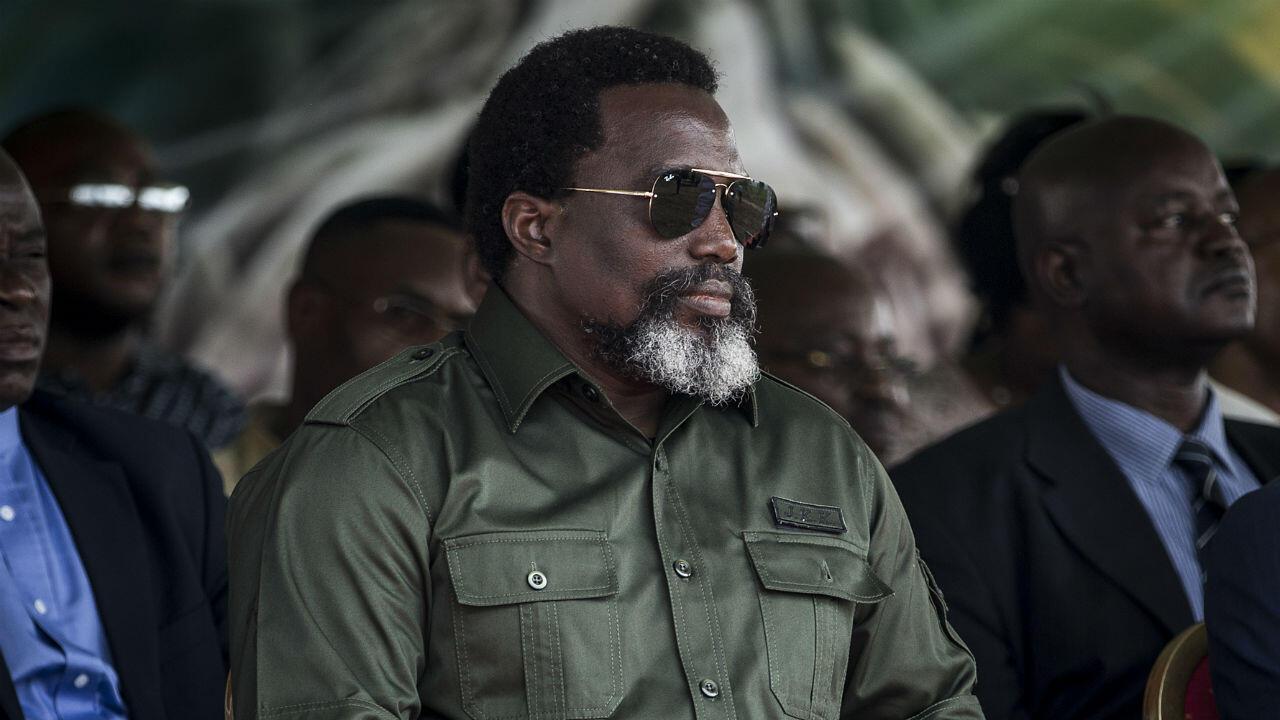 Joseph Kabila, assiste à une cérémonie au cours de laquelle sera brûlée une tonne d'ivoire et d'écailles de pangolin issue du braconnage, le 30 septembre 2018 à Kinshasa.