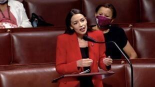 Alexandria Ocasio-Cortez lors de son discours féministe au Congrès le 23 juillet 2020, à Washington.