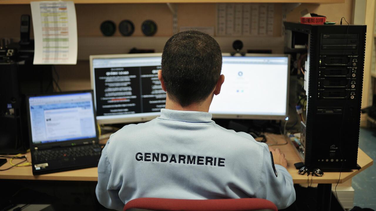 Photo d'archives d'un gendarme de la brigade de répression de la cybercriminalité, le 21 février 2011 à Dijon.