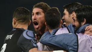 المدافع والقائد سيرجيو راموس كان بطل ريال مدريد أمام نابولي.