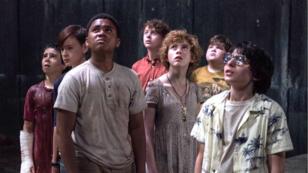 """De gauche à droite : Jack Dylan Grazer, Jaeden Lieberher, Chosen Jacobs, Wyatt Oleff, Sophia Lillis, Jeremy Ray Taylor et Finn Wolfhard, les jeunes acteurs du film """"Ça"""" d'Andy Muschietti, au cinéma le 20 septembre 2017."""
