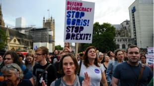 Des manifestations anti-Brexit ont éclaté dans les grandes villes du Royaume-Uni après la décision du Premier ministre Boris Johnson de suspendre le Parlement britannique jusqu'au 14 octobre 2019.