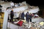 عشرات القتلى ومئات المصابين في زلزال يهز شرق تركيا